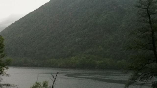 Pioggia sul lago di Ghirla